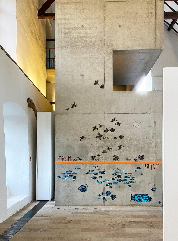 Wandinstallation aus einem Kunstprojekt mit Kindern   Ausstellung 'Jugend gestaltet 2021'   DA Kunsthaus Kloster Gravenhorst