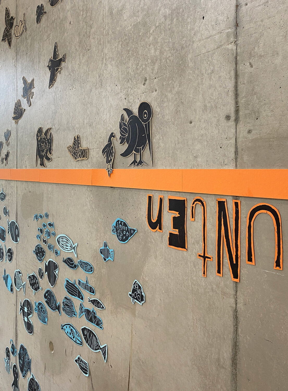 Wandinstallation aus einem Kunstprojekt mit Kindern   Detailansicht 1