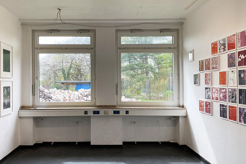 Vielfalt-Ausstellung   KunstOrt Dülmen   Blick in die Ausstellung in der leer stehenden Krankenstation