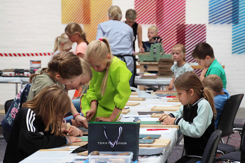 reges Treiben beim laufenden Kinderworkshop | Pressefoto: Elvira Meisel-Kemper