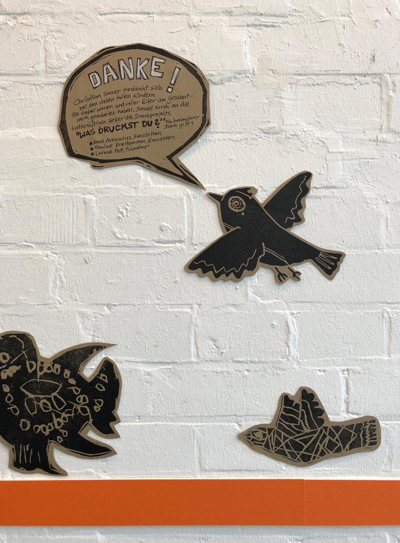 dieser Vogel kann sogar sprechen ;-) | mein Betrag für die Wandinstallation