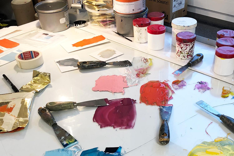 Arbeitsprozess   Blick auf den Farbentisch